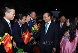 Thủ tướng Nguyễn Xuân Phúc gặp gỡ nhân viên Đại sứ quán và cộng đồng người Việt Nam tại Myanmar