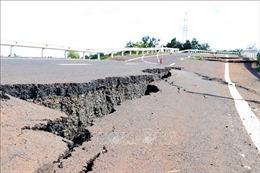Đường giao thông chưa hoàn thành đã nứt toác ở Long An
