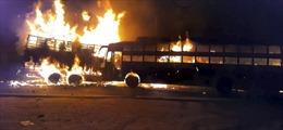 Xe buýt hai tầng bốc cháy vì đâm trực diện vào xe tải, ít nhất 20 người thiệt mạng