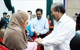 Phó Thủ tướng Trương Hòa Bình tặng quà Tết đồng bào Chăm tại TP Hồ Chí Minh