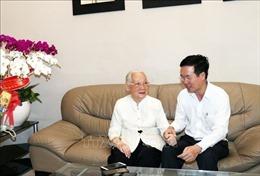 Đồng chí Võ Văn Thưởng thăm Anh hùng Lao động, Thầy thuốc Nhân dân Đoàn Thúy Ba