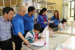 Trao tặng 'Tủ sách khuyến học Đinh Hữu Dư' cho xã vùng cao Yên Bái
