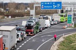 Dịch COVID-19: Hungary đóng cửa biên giới, cấm mọi hoạt động công cộng