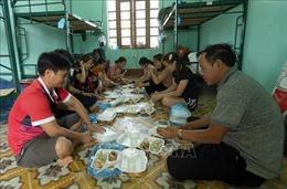 Cận cảnh cuộc sống bên trong khu cách ly ở Điện Biên