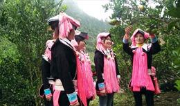 Từng bước gỡ khótrong phát triển đảng viên nữ ở vùng caoBát Xát