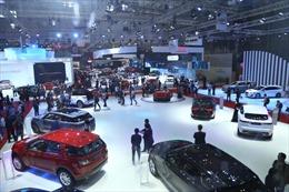 Doanh số bán xe ô tô ở Việt Nam giảm gần 40%