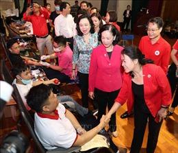 Hà Nội: Chợ Nhân đạo và Ngày hội hiến máu tình nguyện 'Trao đi yêu thương'