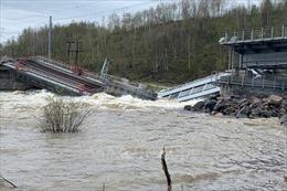 Sập cầu khiến giao thông đường sắt miền Bắc nước Nga có thể gián đoạn nhiều tháng