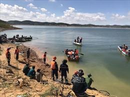 Tích cực tìm kiếm hai học sinh mất tích tại hồ thủy điện Đại Ninh
