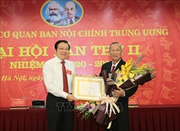 Trao huy hiệu 55 năm tuổi Đảng tặng nguyên Phó Thủ tướng Trương Vĩnh Trọng