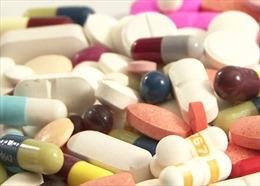 Bệnh viện Bệnh Nhiệt đới Trung ương tiếp nhận 2 lô thuốc hỗ trợ phòng, chống dịch COVID-19