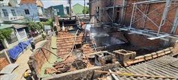 Hỏa hoạn thiêu rụi 2 ngôi nhà trên đường Trần Hưng Đạo