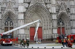 Cháy lớn tại một nhà thờ ở miền Tây nước Pháp