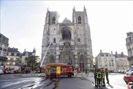 Pháp: Lực lượng cứu hỏa đã khống chế được vụ hỏa hoạn tại nhà thờ xây dựng từ thế kỷ 15