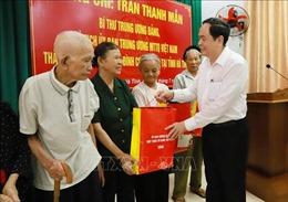 Chủ tịch Ủy ban Trung ương Mặt trận Tổ quốc Việt Nam tặng quà gia đình chính sách ở Hà Tĩnh