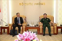 Bộ trưởng Bộ Quốc phòng tiếp Đại sứ Đặc mệnh toàn quyền Nhật Bản tại Việt Nam