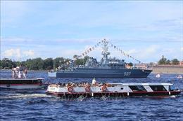 Dàn tàu chiến Nga sẵn sàng diễu binh kỷ niệm Ngày Hải quân