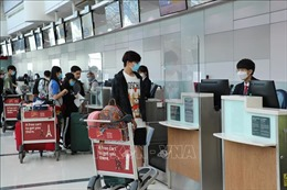 Dịch COVID-19: Đưa hơn 240 công dân Việt Nam từ Singapore về nước