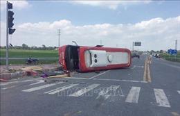 Hưng Yên: Hai người tử vong do xe đầu kéo va chạm với xe khách