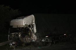 Hai xe tải đâm trực diện làm 3 người thương vong