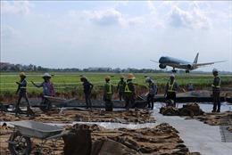 Cận cảnh công trường sửa đường băng sân bay Nội Bài