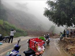 Sơn La: Sạt lở đất đá gây ùn tắc giao thông trên Quốc lộ 37