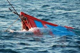 Cứu nạn thành công tàu cá bị chìm cùng 7 thuyền viên
