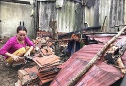 Hỗ trợ người dân Vĩnh Long khắc phục hậu quả dông lốc