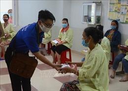 Tuổi trẻ Khối các cơ quan Trung ương tặng quà cho bệnh nhân khó khăn tại Đà Nẵng
