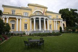 Một công dân Nga lao xe vào nhà của Đại sứ Mỹ ở Moskva