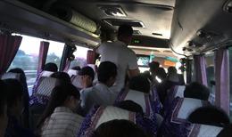 Xe khách 45 chỗ 'nhồi' 60 hành khách