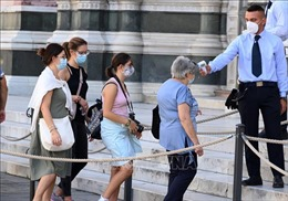 Dịch COVID-19: Nhiều nước châu Âu gia hạn các biện pháp phòng chống dịch