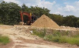 Bãi đãi cát hoạt động 'chui' gần khu dân cư, một dòng suối có nguy cơ bị xóa sổ