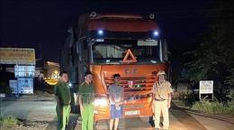 Thu giữ xe đầu kéo chở 35 tấn phế liệu từ nước ngoài về Việt Nam