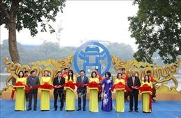 Bí thư Thành ủy Hà Nội cắt băng khai mạc triển lãm 'Hà Nội: Những dấu son lịch sử'