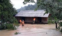 Tình trạng ngập lụt sâu từ Quảng Bình đến Quảng Nam tiếp tục kéo dài