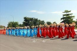 Hơn 2.000 phụ nữ tham gia Chương trình trình diễn áo dài tại thành phố Hạ Long