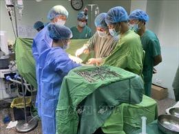 Huy động 6 ê-kíp cấp cứu nữ bệnh nhân bị bánh xe container chèn qua người