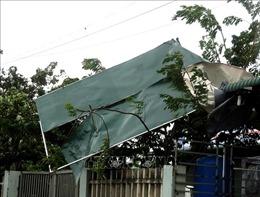 Hơn 300 ngôi nhà ở Quảng Ngãi bị tốc mái