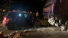 Xe con đấu đầu xe tải, 2 người tử vong