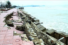 Dự kiến 30/3/2021 sẽ khắc phục xong hư hỏng hệ thống kè biển tại thị xã Cửa Lò
