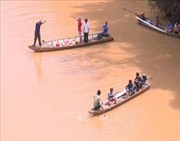 Lật thuyền khi đi thả cá phóng sinh, 2 người đuối nước thương tâm