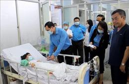 Tặng quà, hỗ trợ người dân Quảng Nam khắc phục hậu quả bão lũ