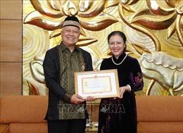 Trao tặng Kỷ niệm chương 'Vì hòa bình, hữu nghị giữa các dân tộc' cho Đại sứ Indonesia tại Việt Nam