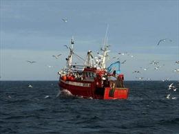 Tàu tuần tra hải quân Scotland chặn tàu đánh cá Ireland