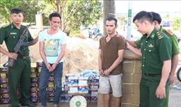 Bình Phước: Truy đuổi hàng chục km, bắt xe ôtô chở pháo lậu