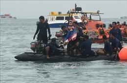 Vụ máy bay rơi tại Indonesia: Thợ lặn đã vớt được một hộp đen