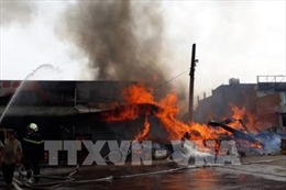 Dập tắt đám cháy tại kho kiểm hóa Cửa khẩu Bắc Phong Sinh