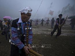 Dập dìu lễ hội Gầu Tào giữa trời mưa lạnh