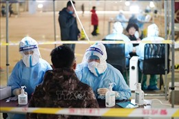Trung Quốc đối mặt với nguy cơ tái bùng phát dịch COVID-19 trước dịp nghỉ lễ